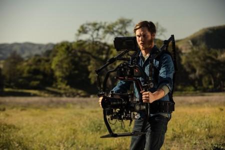 大疆创新如影2云台系统开始全球发货 同步推出全新便力背专业套装让手持摄影更轻松