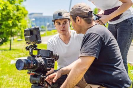 纪录片拍摄技巧:如何交代拍摄的人物,事件,时间,地点和目的