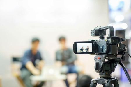能否能更简单的拍摄双人采访?