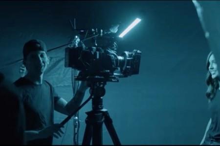 美国教会又出MV作品,这是C500 Mark II拍摄的《算我一个》