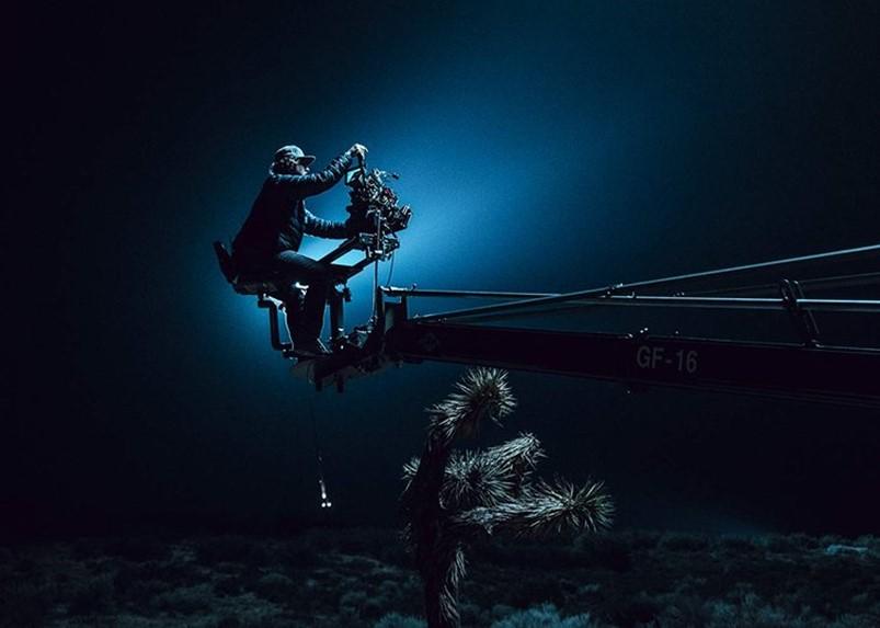 同一个摄影师能同时胜任广告和长片的拍摄吗?