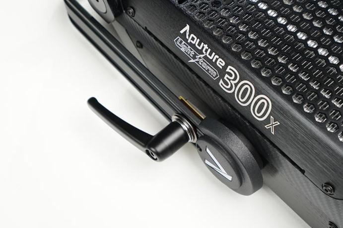 爱图仕LS 300x,新一代影视双色温神灯!