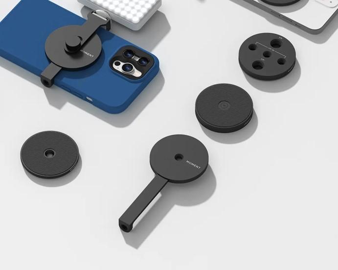 正当大家吐槽iPhone12的MagSafe贵时,Moment宣布正在开发与它兼容的iPhone 12新配件